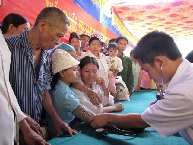 6000 Thầy thuốc trẻ khám chữa bệnh miễn phí