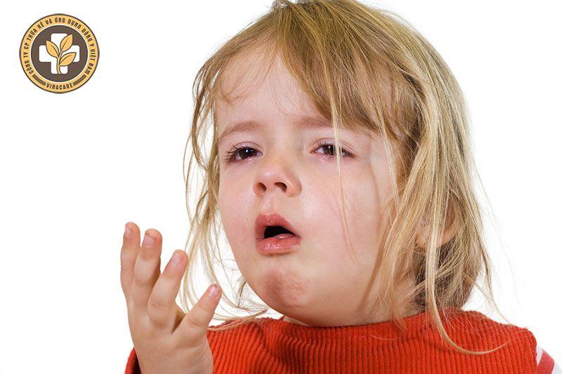 Cơn ho khan thường kéo dài, không kèm nhầy nhưng khó kiểm soát