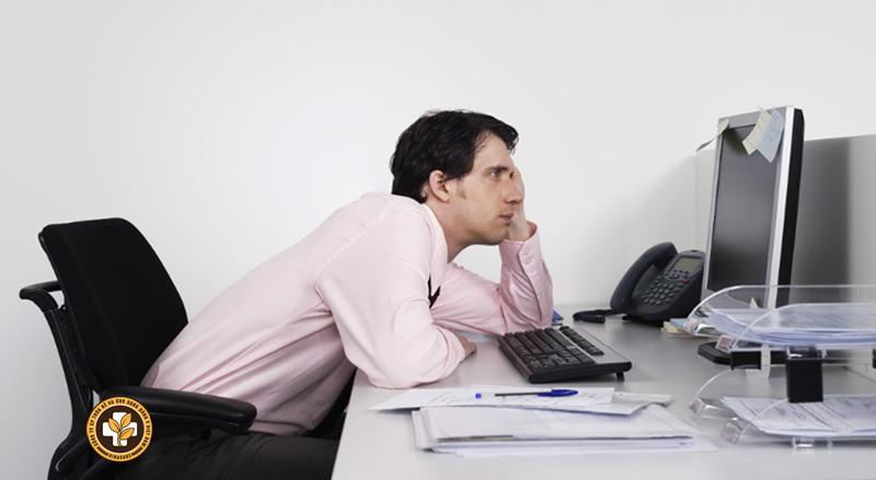 Làm việc sai tư thế có thể gây thoái hóa xương khớp