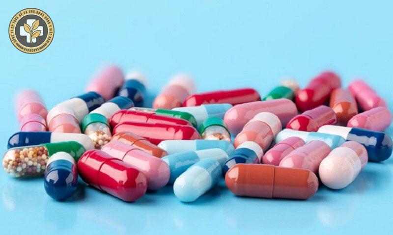 Thuốc Tây y có thể gây tác dụng phụ nên cần sử dụng theo chỉ định của bác sĩ