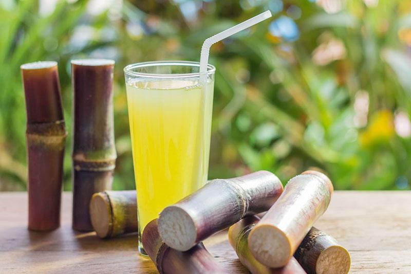 Nước mía vắt quất giúp giải rượu hiệu quả