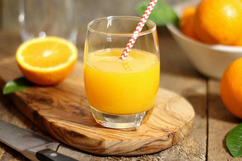 Nước cam chứa nhiều chất có tác dụng tiêu hóa rượu nhanh