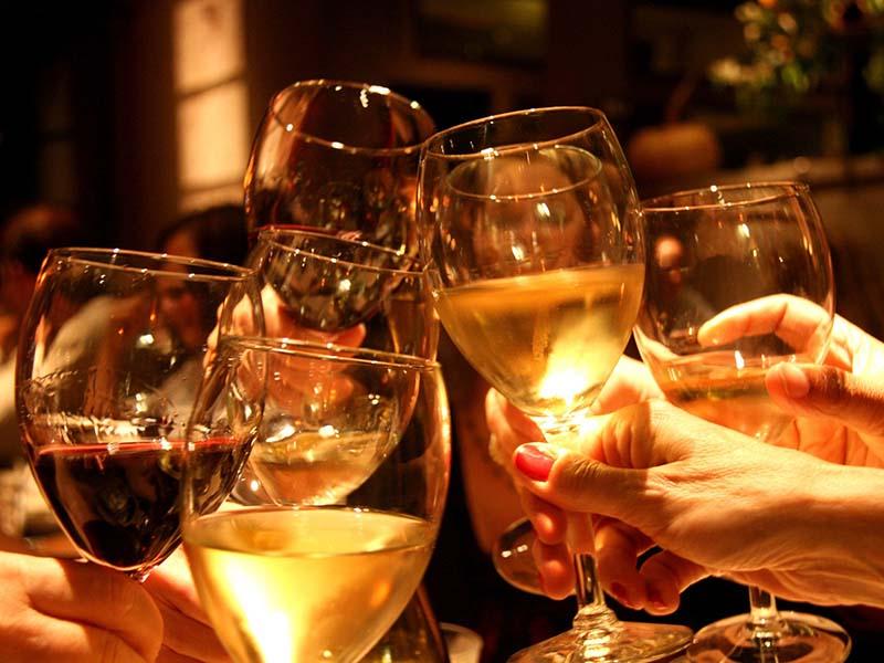 Rượu bia làm chức năng của xương khớp suy giảm nhanh chóng