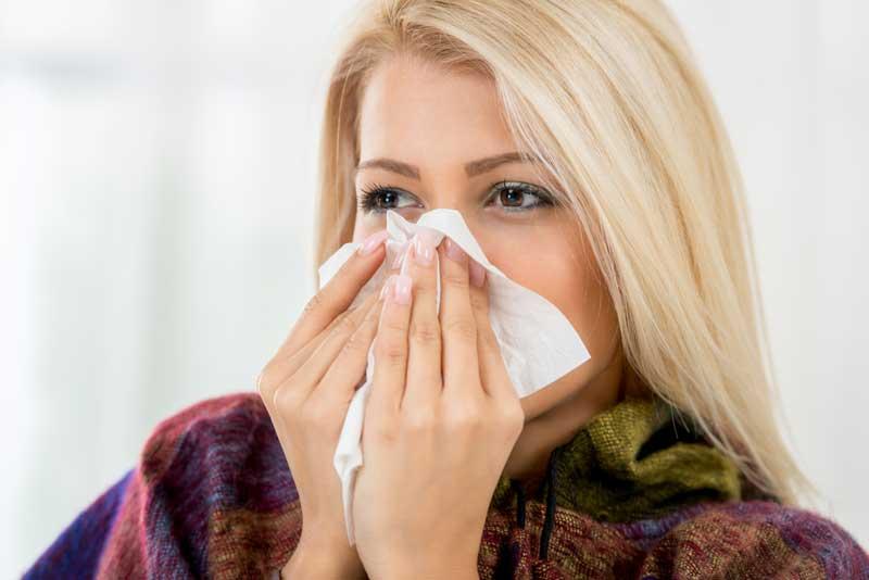 Người bị viêm mũi dị ứng cần giữ ấm cơ thể mỗi khi ra ngoài