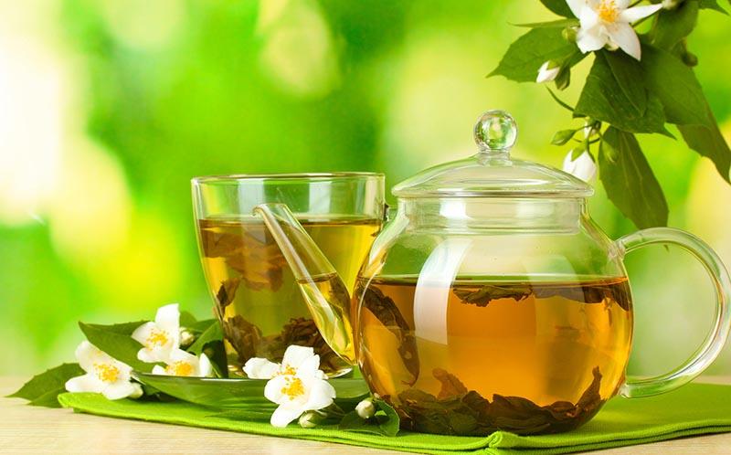 Uống trà xanh đặc giúp khử cồn nhanh hơn
