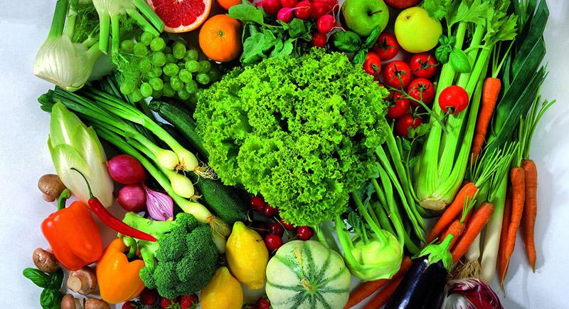 Ăn nhiều rau xanh và trái cây tươi giúp tăng sức đề kháng