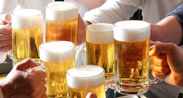 Uống rượu bia có thể kích thích niêm mạc mũi tăng tiết dịch