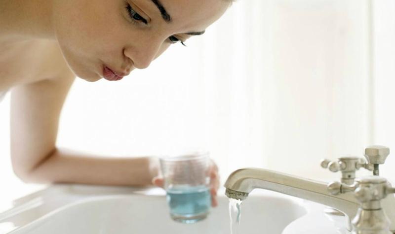 Súc miệng hằng ngày có thể giảm bớt các triệu chứng viêm họng