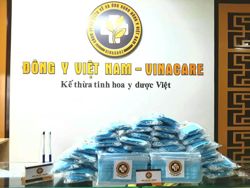 Trung tâm chuẩn bị 1000 chiếc khẩu trang y tế để tặng cho bệnh nhân