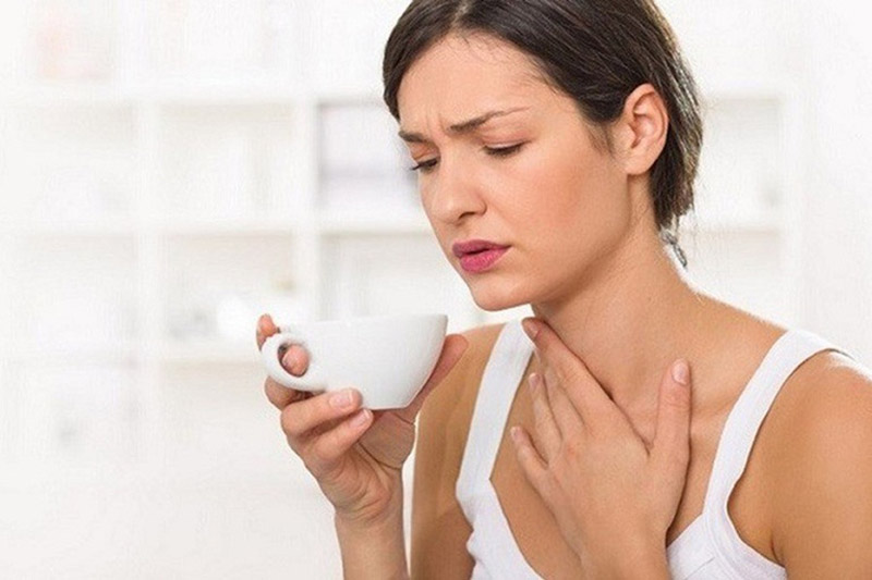Đau họng và nuốt vướng là những triệu chứng viêm họng mãn thường gặp