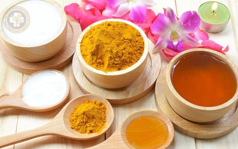 Tinh bột nghệ với mật ong trị viêm họng hiệu quả