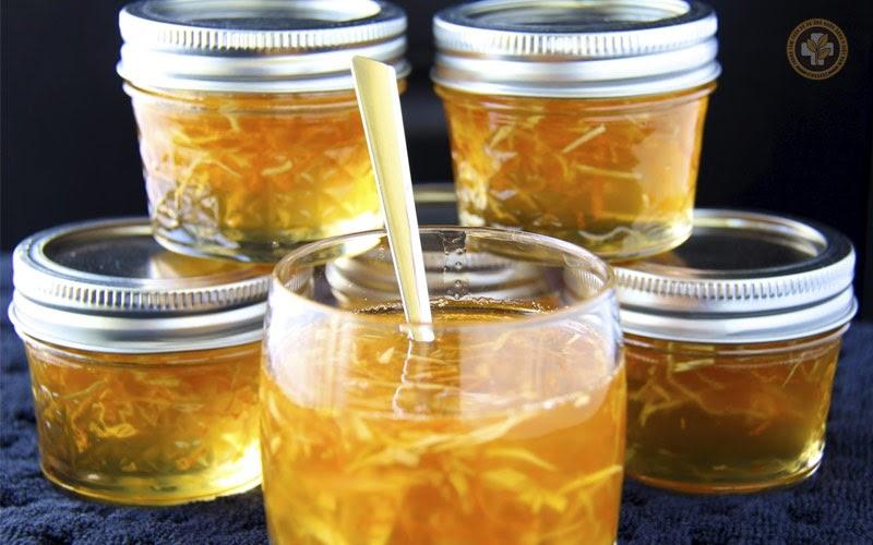 Chế biến gừng với mật ong để trị viêm họng có đờm