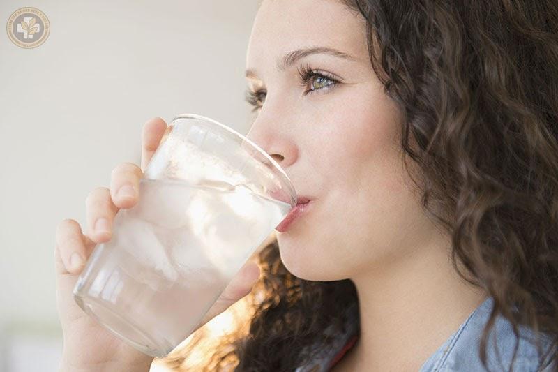 Tại sao viêm họng không được uống nước đá?