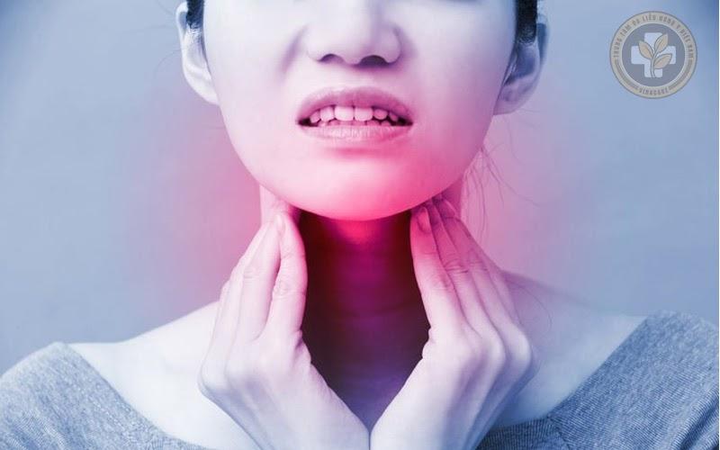 Trả lời cho câu hỏi viêm họng gây sốt có nguy hiểm không?
