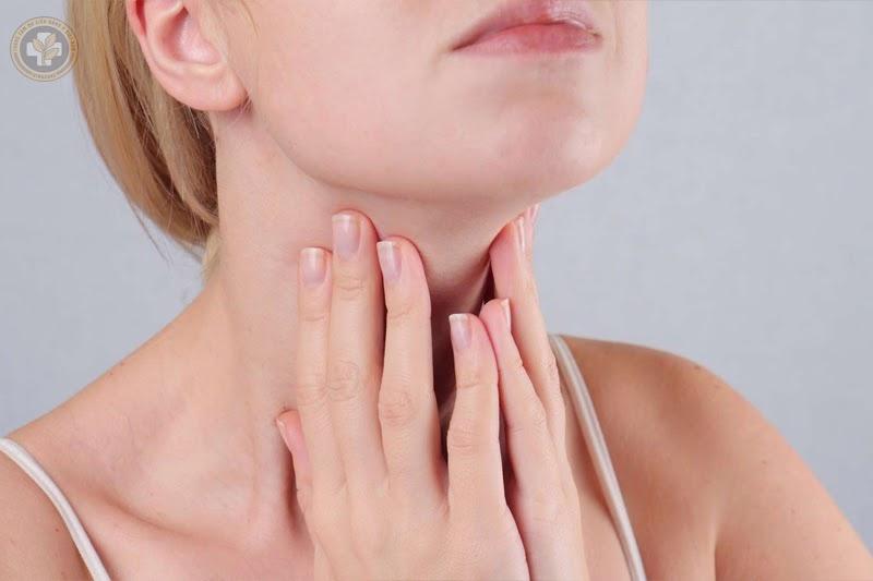 Uống nước đá gây tổn thương niêm mạc họng