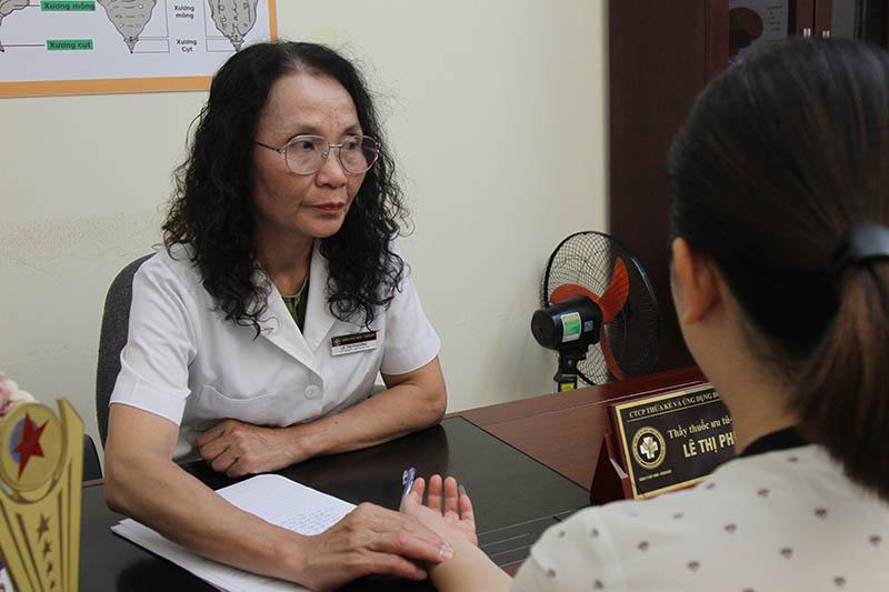 Bác sĩ Lê Phương - chuyên gia có hơn 40 năm kinh nghiệm