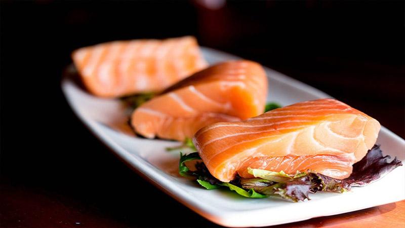 Cá hồi chứa nhiều Omega 3 rất tốt cho hệ miễn dịch của cơ thể