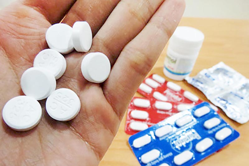 Sử dụng thuốc uống chữa á sừng cho những trường hợp vừa và nặng