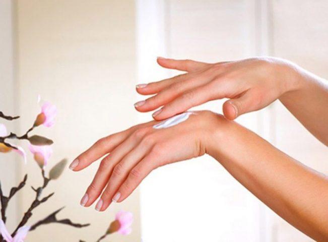 Thuyền xuyên dưỡng da tay để nâng cao hiệu quả điều trị và ngừa bệnh tái phát