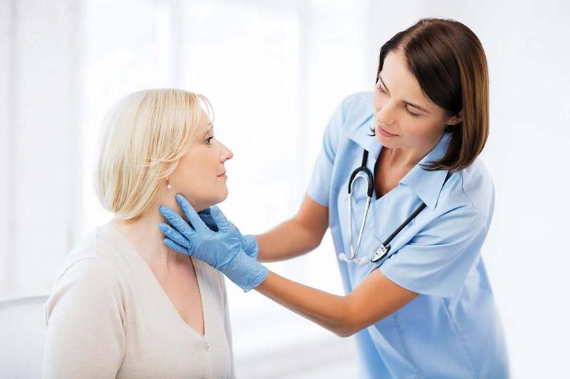 Khi gặp dấu hiệu bất thường người bệnh cần đến bệnh viện tái khám ngay