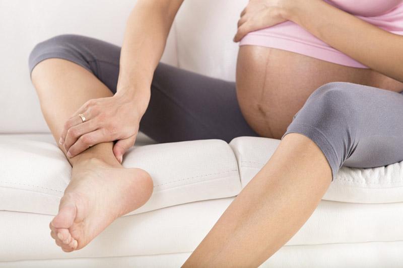 Các triệu chứng ngứa ngáy ở tay, chân khiến mẹ bầu khó chịu