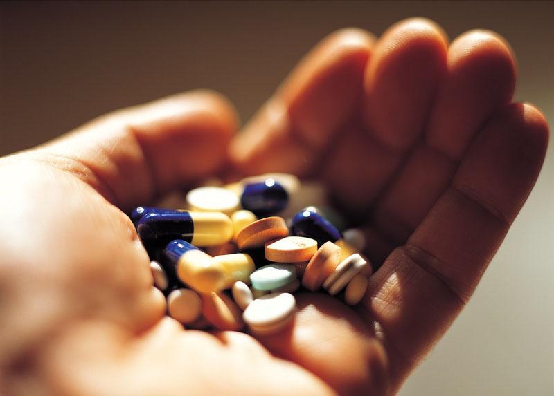 Người bệnh sử dụng thuốc điều trị theo chỉ định của bác sĩ
