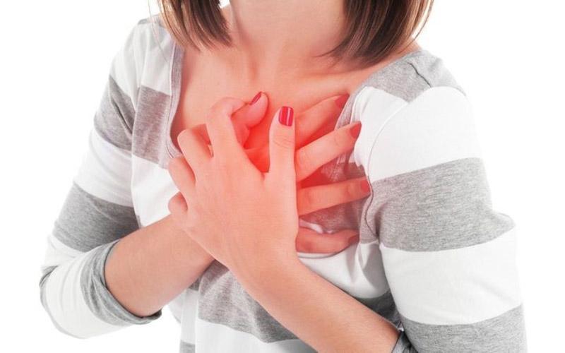 Không nên cắt amidan khi có bệnh về tim, huyết áp, máu