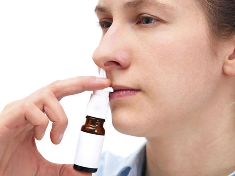 Người bệnh kết hợp thuốc điều trị toàn thân và điều trị tại chỗ