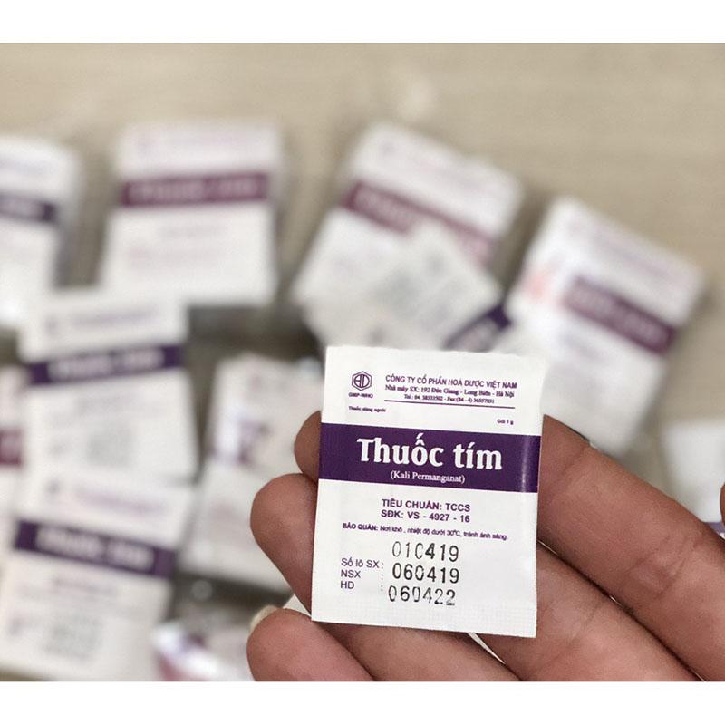Dung dịch thuốc tím pha loãng 1/10.000 điều trị bệnh tổ đỉa