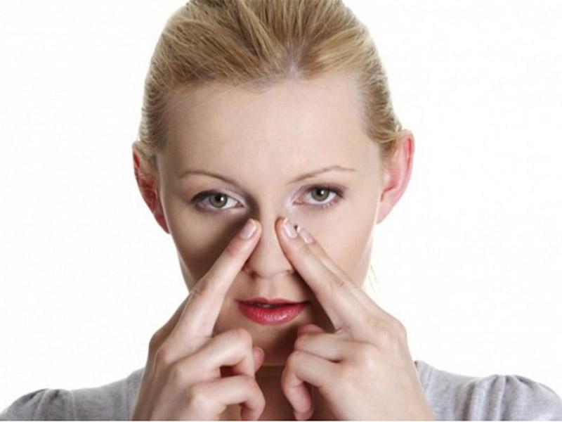 Mát xa mũi giúp lưu thông khí huyết