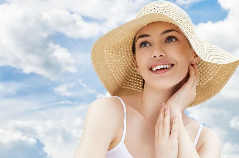 Nên bảo vệ da khi ra ngoài trời nắng