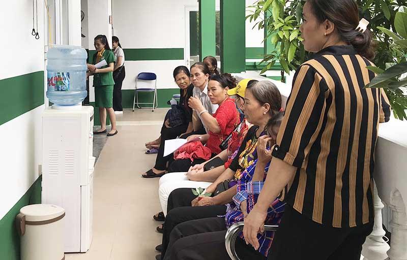 Bệnh nhân đến khám chữa tại Bệnh viện Tai Mũi Họng Quân dân 102