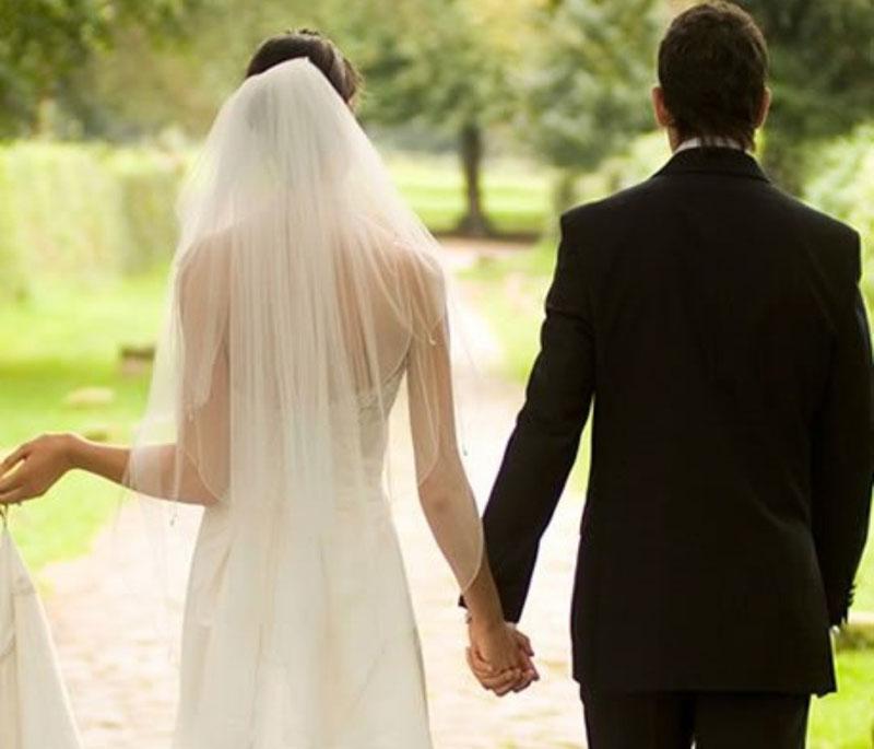 Bị vảy nến có nên lập gia đình không?
