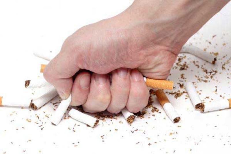 Bỏ thuốc lá là nguyên tắc đầu tiên trong điều trị viêm phế quản mãn tính