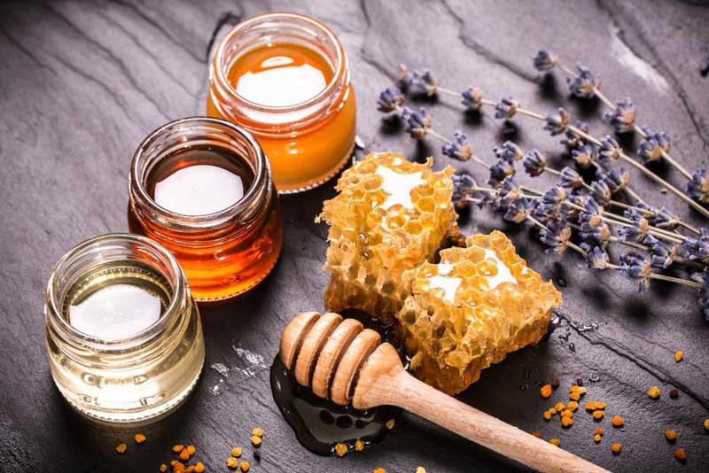 Sử dụng mật ong chữa dị ứng da mặt
