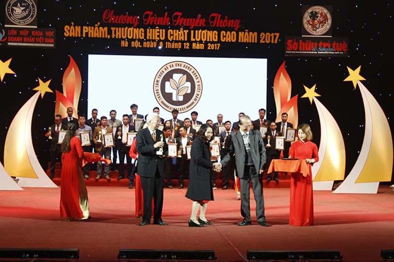 Trung tâm Đông y Việt Nam nhận giải thưởng