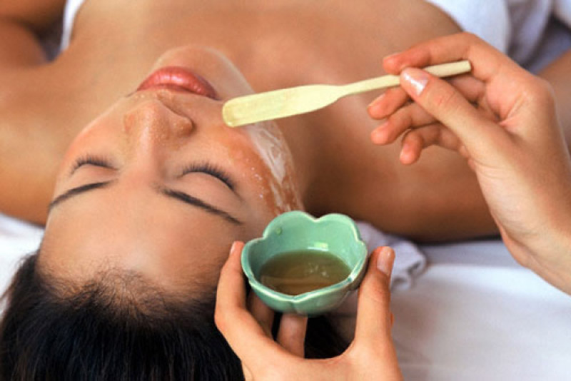 Một số mặt nạ tự nhiên có thể giúp giảm bong tróc da mặt và tăng tốc độ phục hồi da