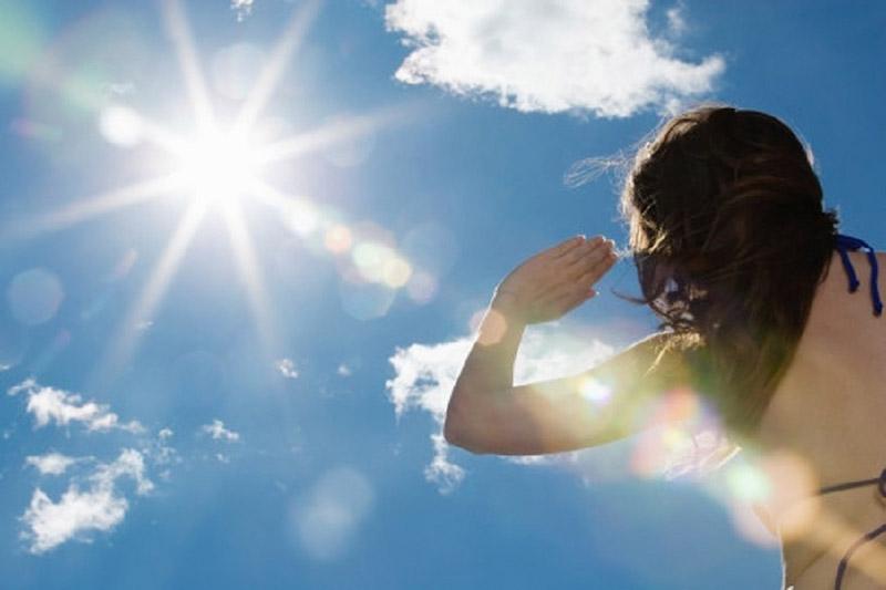 Tắm nắng thường xuyên rất tốt cho người bị vảy nến