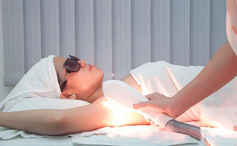 Các liệu pháp ánh sáng được dùng trong trường hợp vảy nến trung bình và vừa