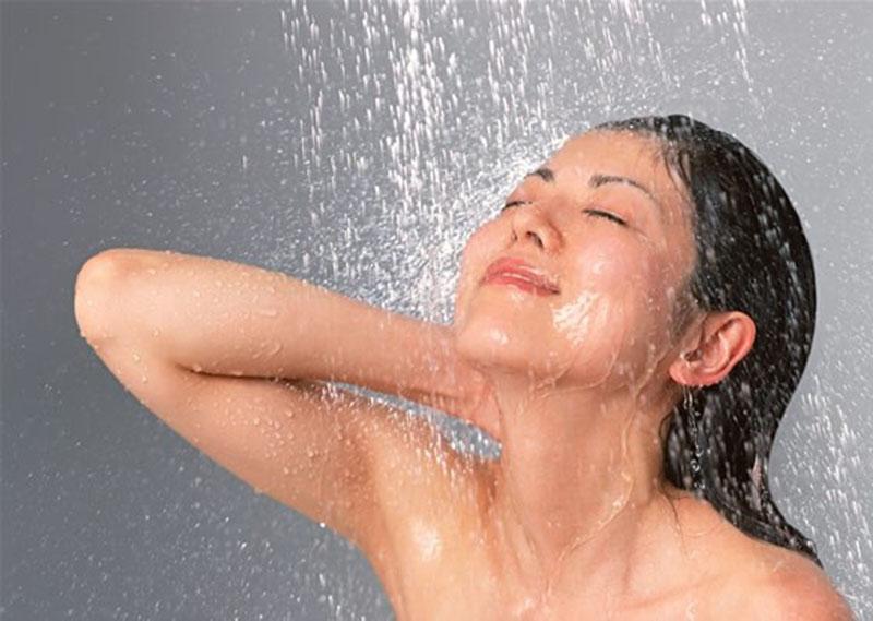 Vệ sinh vùng nách sạch sẽ và đúng cách để hạn chế nguy cơ vảy nến