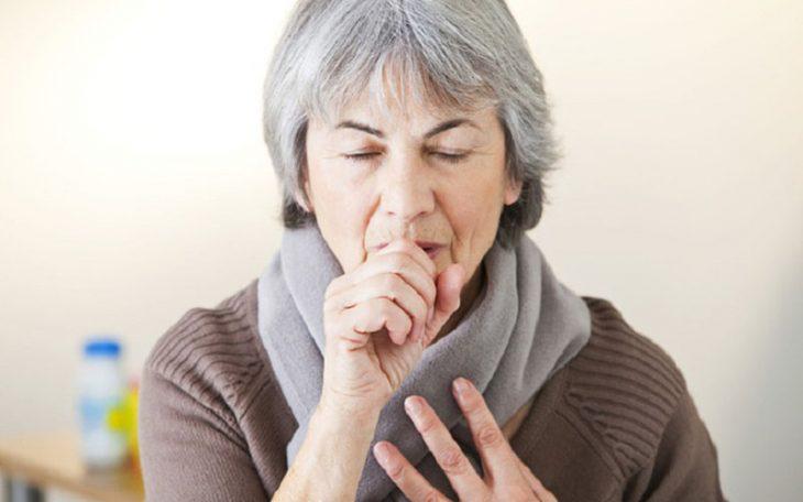 Người bệnh thường ho dữ dội khi bị viêm phế quản