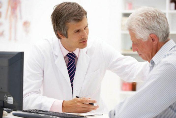 Đi khám bác sĩ là biện pháp tốt nhất điều trị viêm phế quản mãn tính