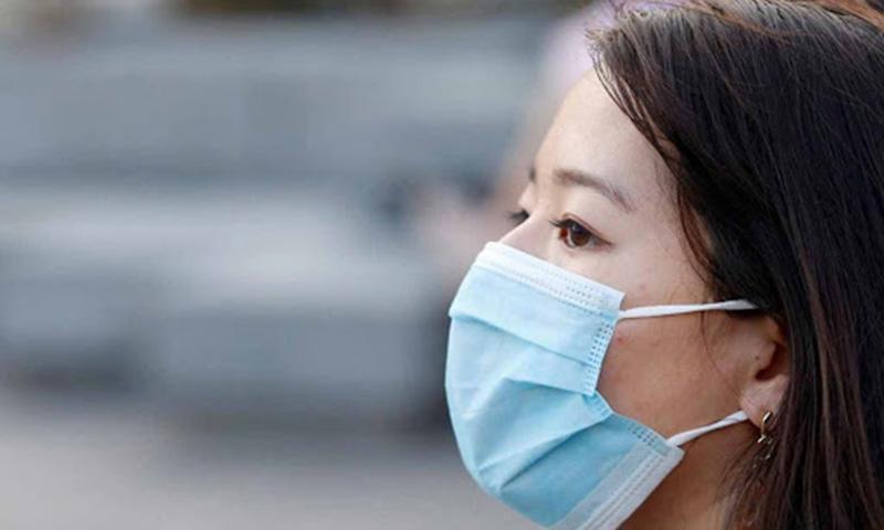 Luôn đeo khẩu trang để bảo vệ mũi xoang