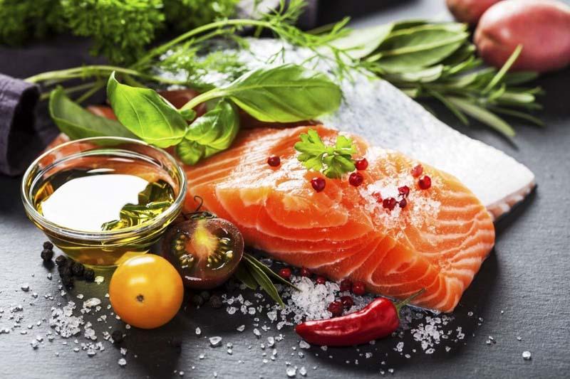 Bị dị ứng da mặt nên ăn cá hồi có nhiều Omega 3