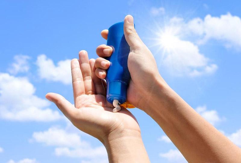Kem chống nắng giúp bảo vệ và phòng ngừa tình trạng nám, sạm, tàn nhang