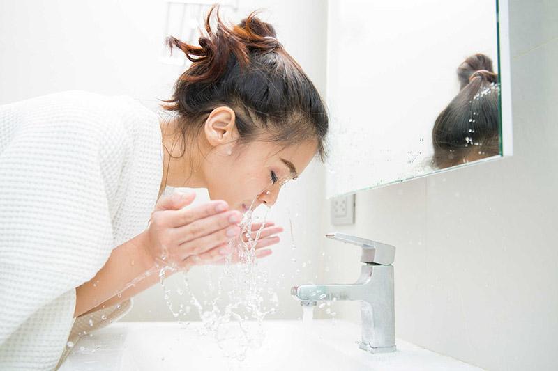 Thường xuyên làm sạch da để tránh da bị nhiễm trùng