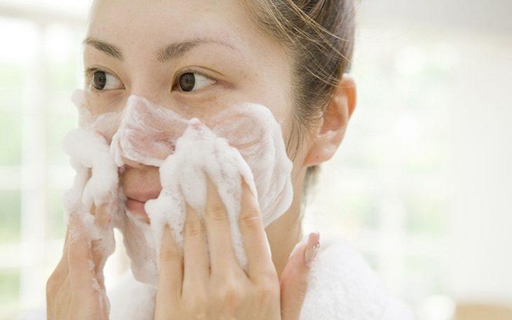 Vệ sinh da sạch sẽ, đúng cách có vai trò quan trọng khi điều trị da nhiễm corticoid