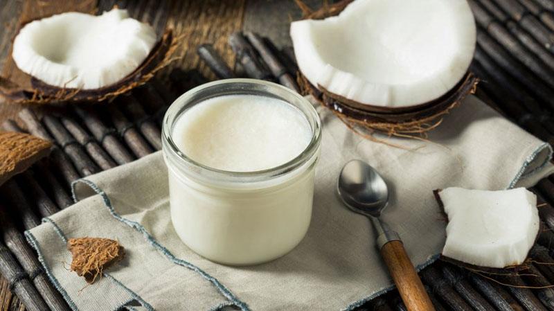 Dùng dầu dừa để cấp ẩm cho da