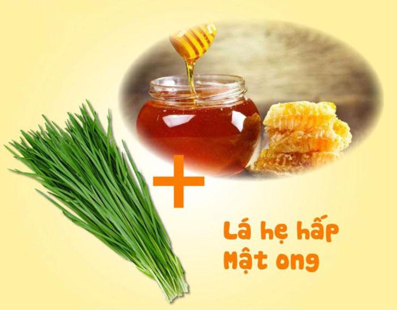Chữa viêm amidan hốc mủ bằng hẹ và mật ong khá thích hợp với trẻ nhỏ