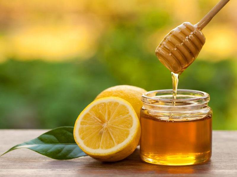 Mật ong và chanh là sự kết hợp hoàn hảo để cải thiện tình trạng ho, viêm amidan